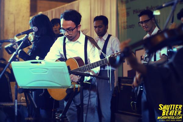 Angsa & Serigala live at Pruung Out!