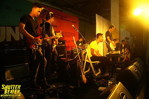 Polyester Embassy live at Pruung Out!