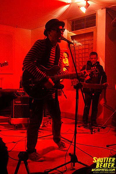 Zeke Khaseli live at Rumah Buku