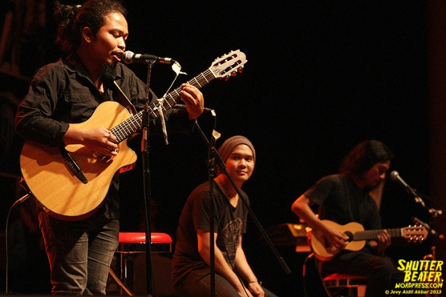 Payung Teduh at 3rd music Gallery-32