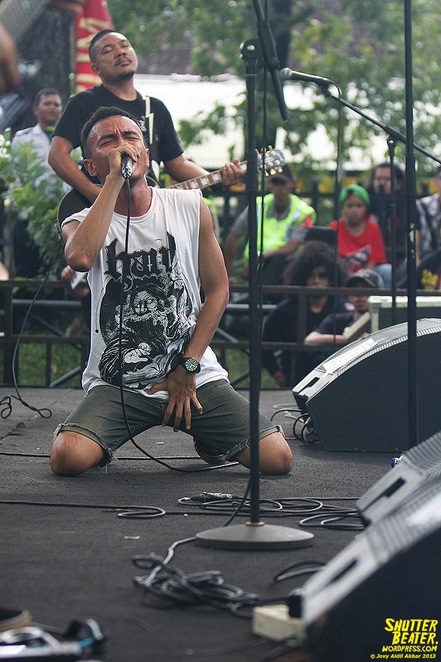AUMAN at Bandung Berisik 2013-43