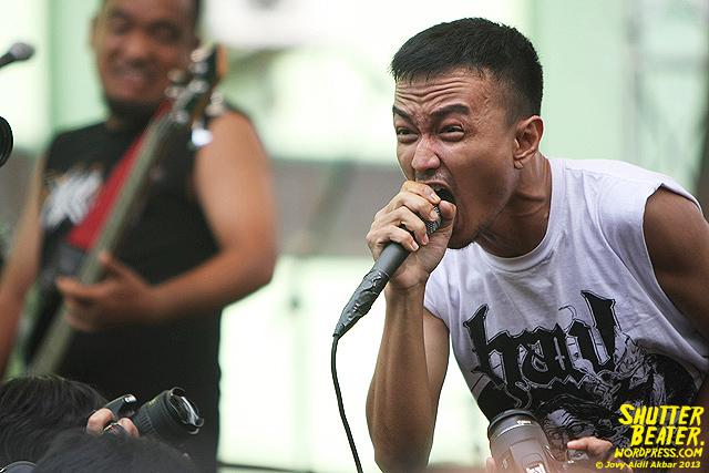 AUMAN at Bandung Berisik 2013-8