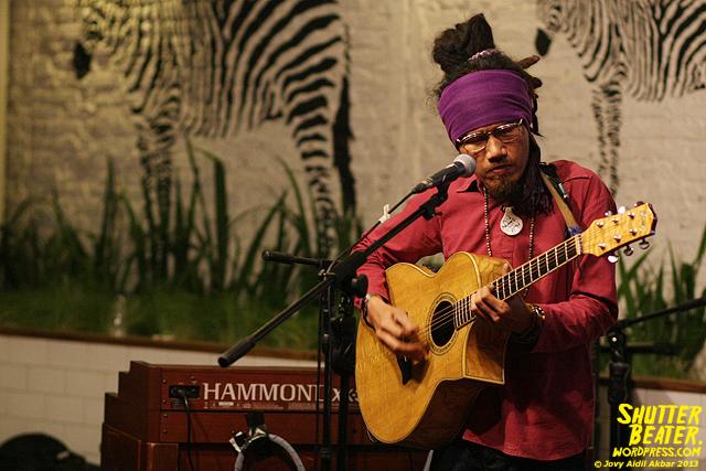 Dialog Dini Hari live at TREMENDEOUS-1