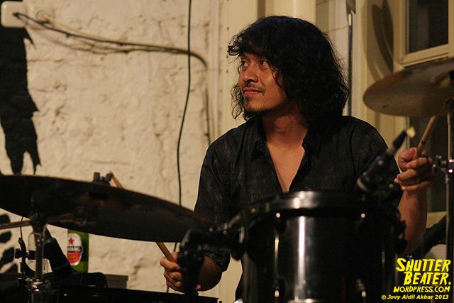 Dialog Dini Hari live at TREMENDEOUS-10