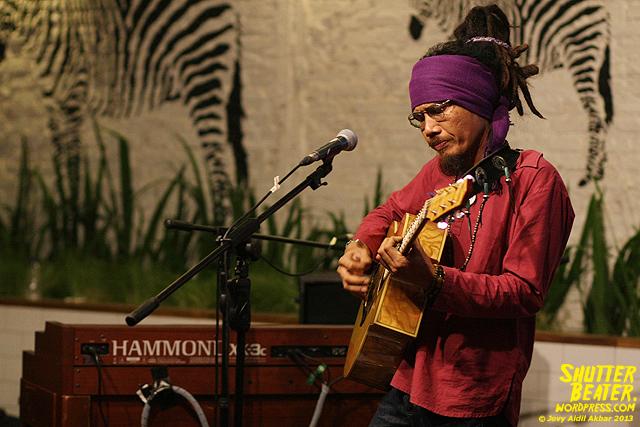 Dialog Dini Hari live at TREMENDEOUS-12