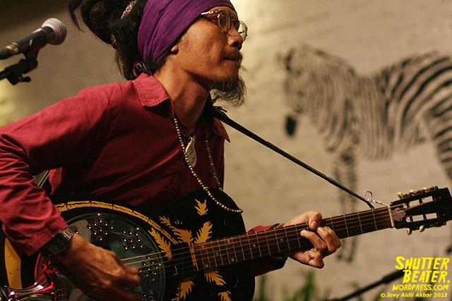 Dialog Dini Hari live at TREMENDEOUS-19
