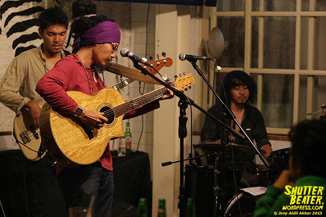 Dialog Dini Hari live at TREMENDEOUS-28