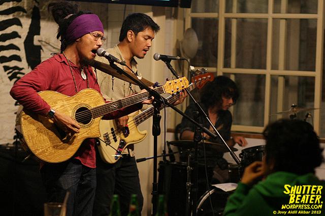 Dialog Dini Hari live at TREMENDEOUS-29