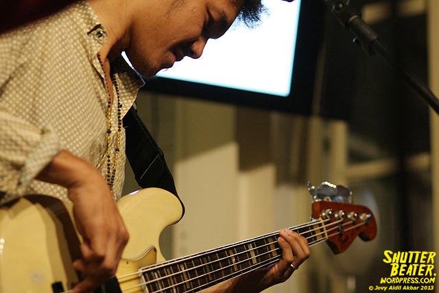 Dialog Dini Hari live at TREMENDEOUS-33