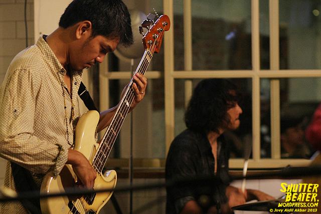 Dialog Dini Hari live at TREMENDEOUS-40