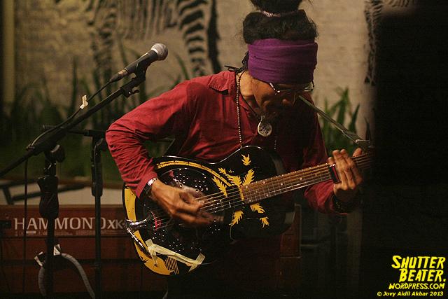 Dialog Dini Hari live at TREMENDEOUS-43