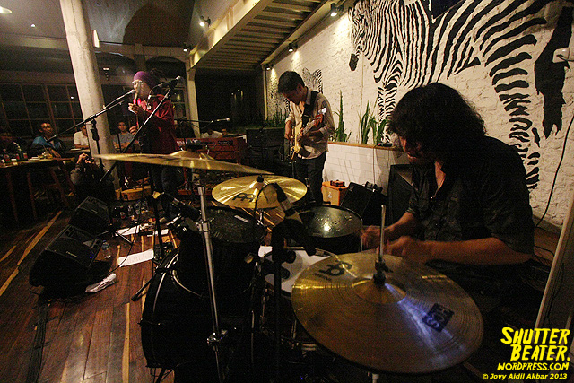 Dialog Dini Hari live at TREMENDEOUS-46
