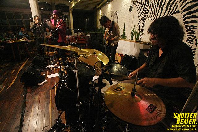 Dialog Dini Hari live at TREMENDEOUS-47