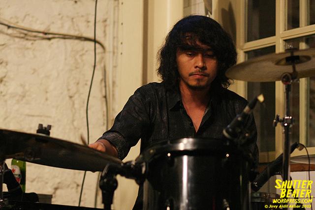 Dialog Dini Hari live at TREMENDEOUS-8