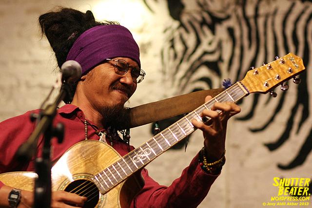 Dialog Dini Hari live at TREMENDEOUS-9