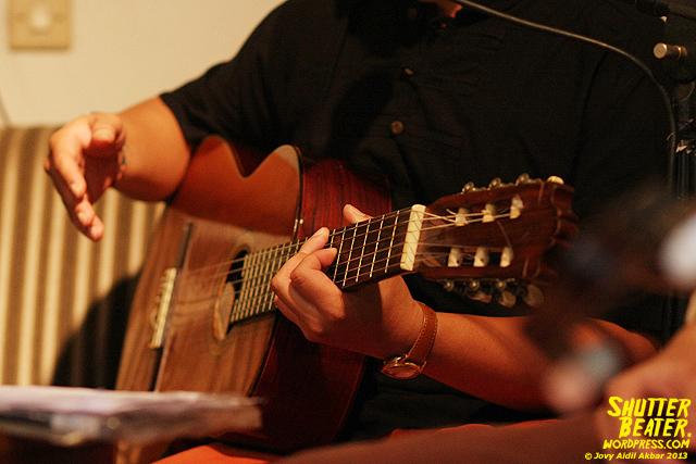 Nadafiksi live at Rukustik #5:Perayaan 10 Tahun Kineruku-11
