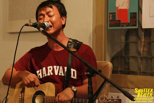 Pandai Besi live at Rukustik #5:Perayaan 10 Tahun Kineruku-11