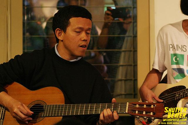 Pandai Besi live at Rukustik #5:Perayaan 10 Tahun Kineruku-13