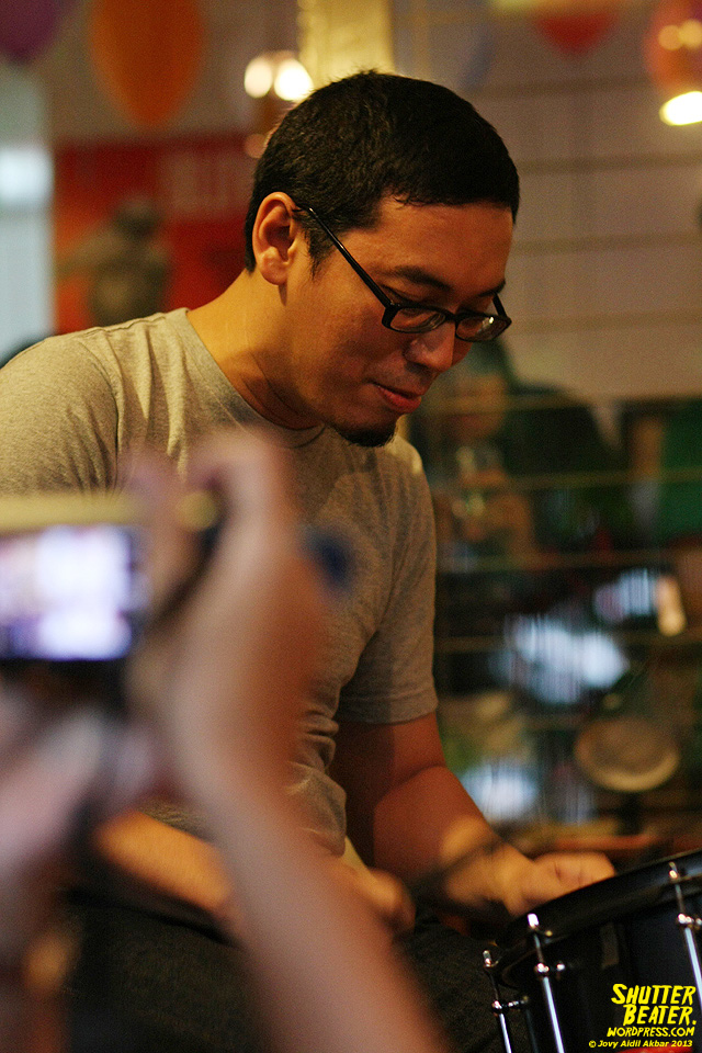 Pandai Besi live at Rukustik #5:Perayaan 10 Tahun Kineruku-18