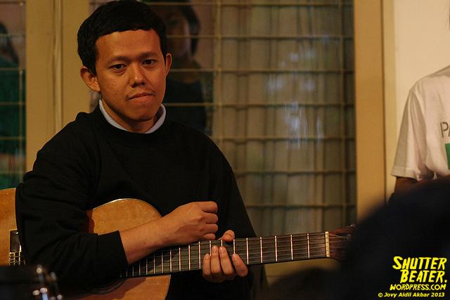 Pandai Besi live at Rukustik #5:Perayaan 10 Tahun Kineruku-2