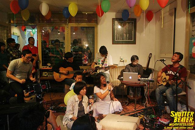 Pandai Besi live at Rukustik #5:Perayaan 10 Tahun Kineruku-25