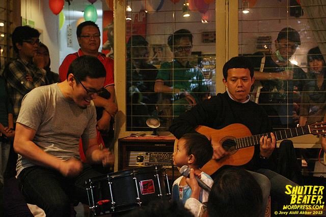 Pandai Besi live at Rukustik #5:Perayaan 10 Tahun Kineruku-27