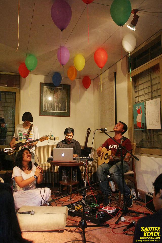 Pandai Besi live at Rukustik #5:Perayaan 10 Tahun Kineruku-35