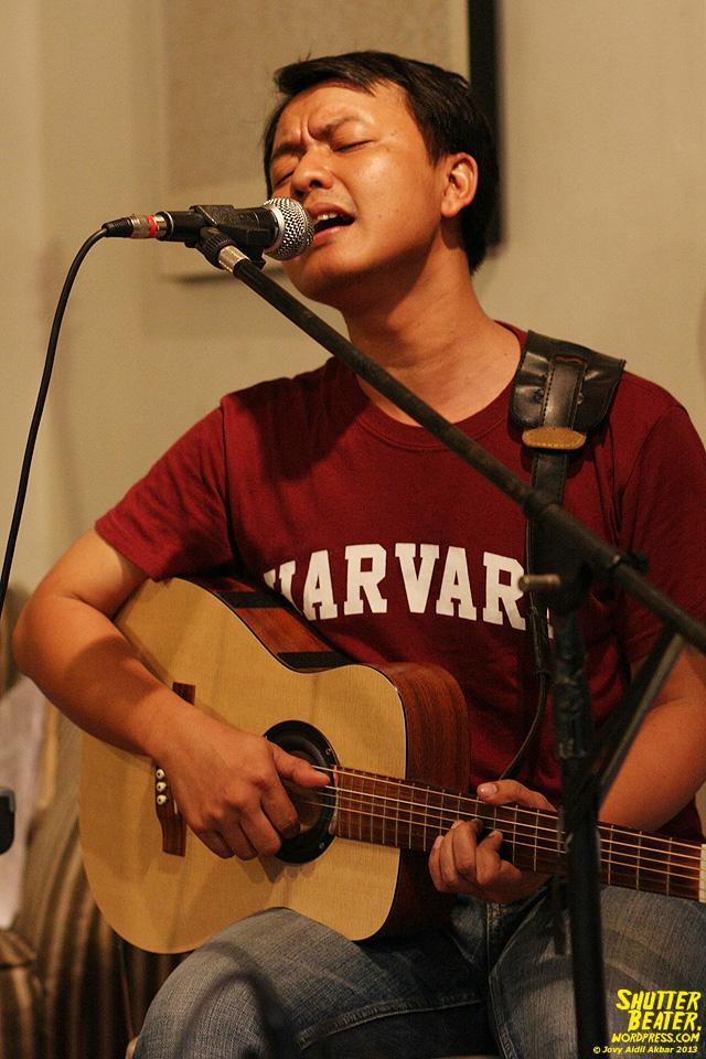 Pandai Besi live at Rukustik #5:Perayaan 10 Tahun Kineruku-38