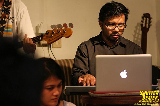 Pandai Besi live at Rukustik #5:Perayaan 10 Tahun Kineruku-4