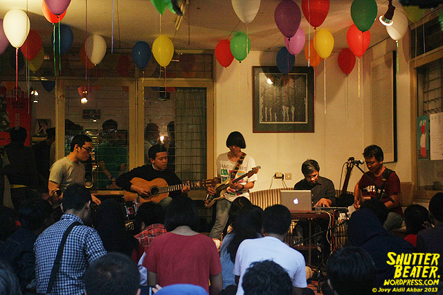 Pandai Besi live at Rukustik #5:Perayaan 10 Tahun Kineruku-47
