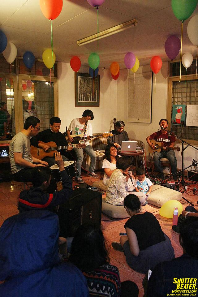 Pandai Besi live at Rukustik #5:Perayaan 10 Tahun Kineruku-49
