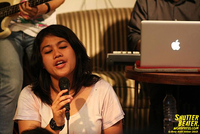 Pandai Besi live at Rukustik #5:Perayaan 10 Tahun Kineruku-5