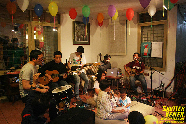 Pandai Besi live at Rukustik #5:Perayaan 10 Tahun Kineruku-55