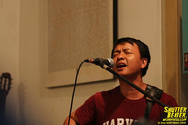 Pandai Besi live at Rukustik #5:Perayaan 10 Tahun Kineruku-8
