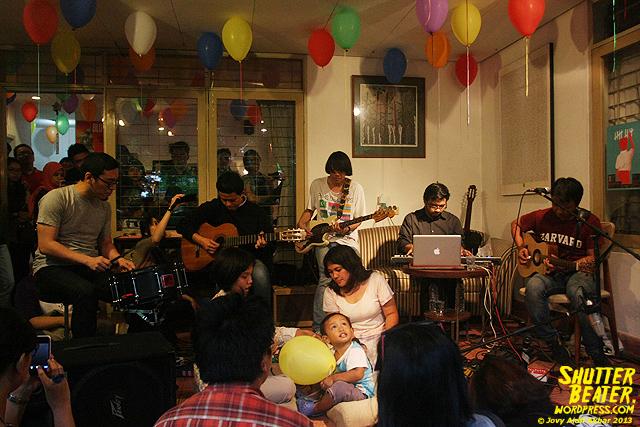 Pandai Besi live at Rukustik #5:Perayaan 10 Tahun Kineruku-9