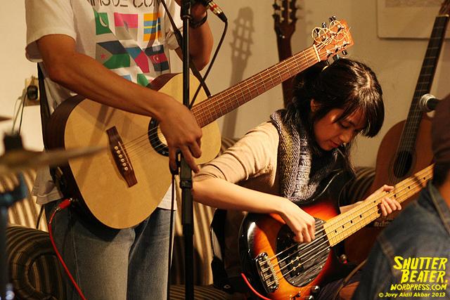 Zeke Khaseli and The Wrong Planeteers live at Rukustik #5:Perayaan 10 Tahun Kineruku-10