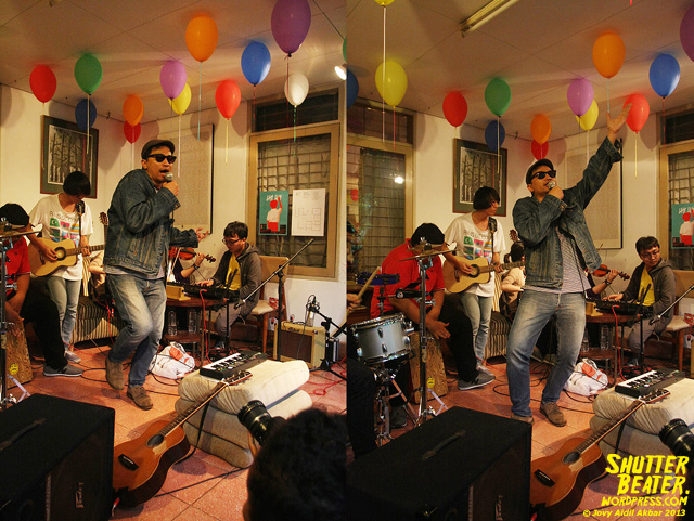Zeke Khaseli and The Wrong Planeteers live at Rukustik #5:Perayaan 10 Tahun Kineruku-15