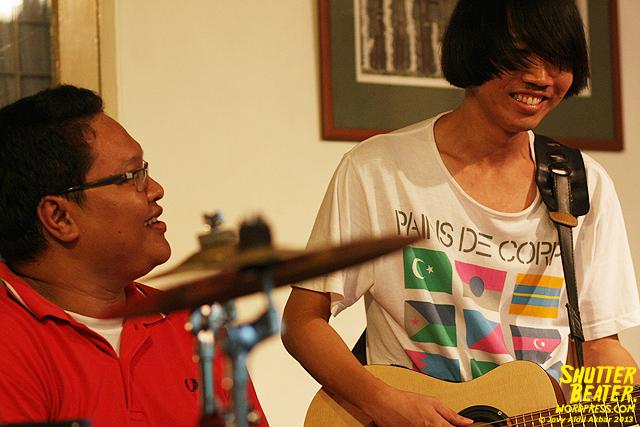 Zeke Khaseli and The Wrong Planeteers live at Rukustik #5:Perayaan 10 Tahun Kineruku-29