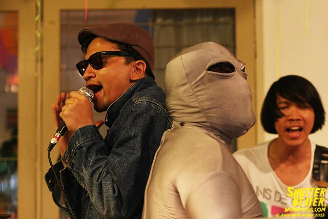 Zeke Khaseli and The Wrong Planeteers live at Rukustik #5:Perayaan 10 Tahun Kineruku-31