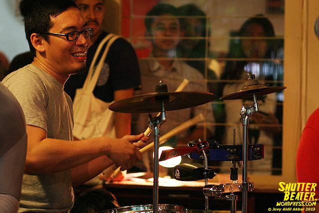 Zeke Khaseli and The Wrong Planeteers live at Rukustik #5:Perayaan 10 Tahun Kineruku-32