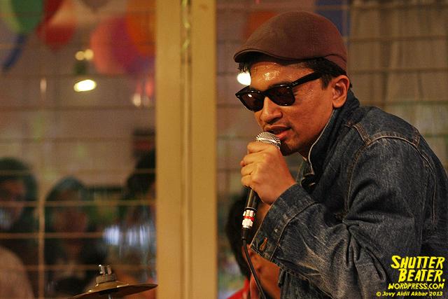 Zeke Khaseli and The Wrong Planeteers live at Rukustik #5:Perayaan 10 Tahun Kineruku-34