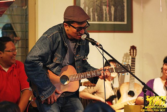 Zeke Khaseli and The Wrong Planeteers live at Rukustik #5:Perayaan 10 Tahun Kineruku-43
