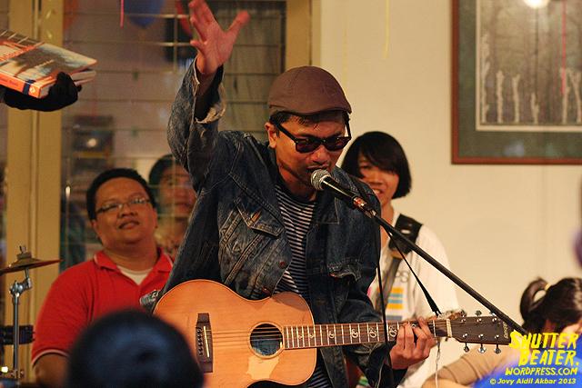 Zeke Khaseli and The Wrong Planeteers live at Rukustik #5:Perayaan 10 Tahun Kineruku-45