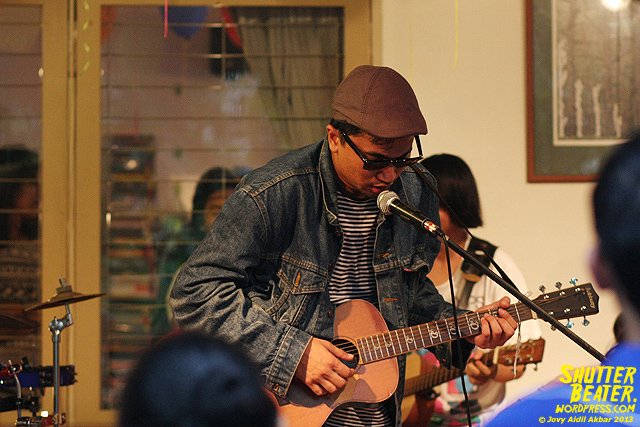 Zeke Khaseli and The Wrong Planeteers live at Rukustik #5:Perayaan 10 Tahun Kineruku-46
