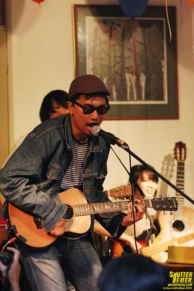 Zeke Khaseli and The Wrong Planeteers live at Rukustik #5:Perayaan 10 Tahun Kineruku-47